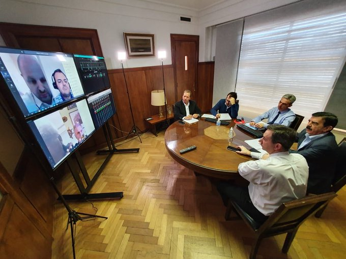 Una reunión virtual clave para el transporte: la bajante del Paraná, Buquebús y el puerto porteño