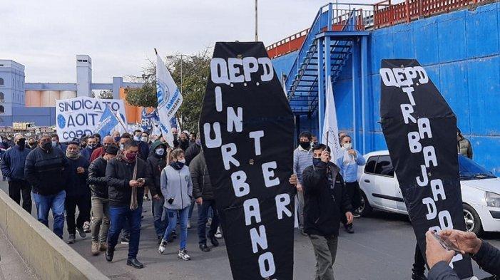 Marcha de choferes en Córdoba con el respaldo de la Regional de la CGT de esa provincia.